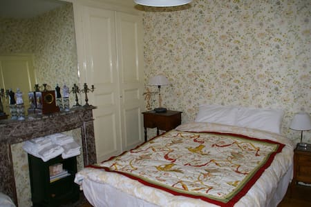 Le 36 - Chambres d'hôtes - Ch.Lucie - La Madeleine - Bed & Breakfast