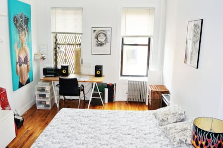 Bright apt in the Lower East Side