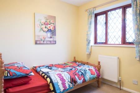 Cozy single room  near Ely - Dom