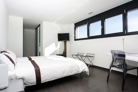 "BnB ""Le Haut des Vignes"" Chambre 4 - Bed & Breakfast"