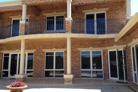 Lovely huge executive house on the Swan River! - Bassendean