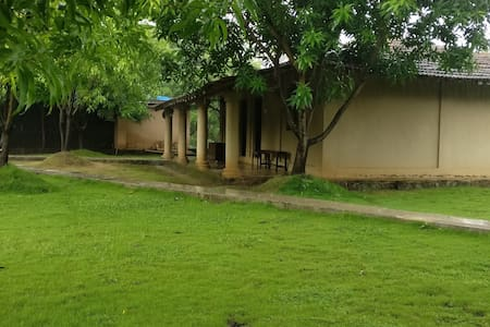Mango Huts - 2 Bedroom Cottage near Imagica - Raigad - Bed & Breakfast