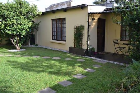 Garden cottage in Melville - Johannesburg - Hus