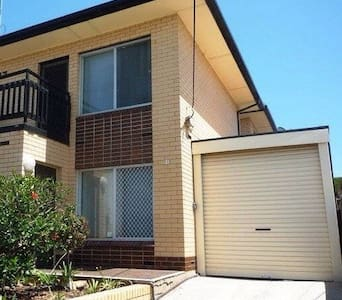 Beachside Townhouse F/F - Daire