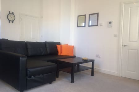 New and spacious in town center - Luton - Apartment