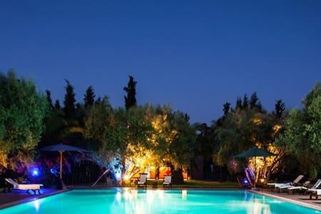 Douarna, bungalow dans grande propriété - Marrakesch