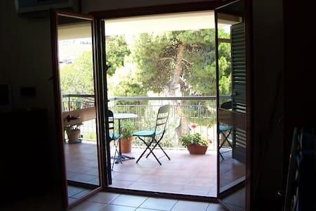 Beautiful studio apartment close to the beach - Melito di Porto Salvo - Lejlighed