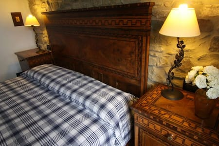 We offer in Farmhouse of the 15th century a beautiful double room with large and comfortable double bed and bathroom with shower. Included are the typical Bolognese hospitality and breakfast.
