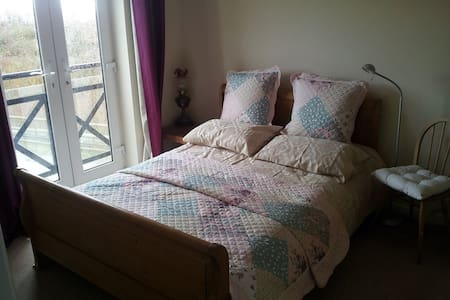 Double room nr Portishead harbour - House