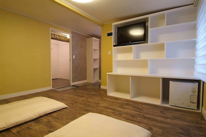 Rm. 303 Triple room