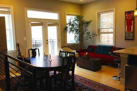 Great 2 bdrm! 3 blks from metro