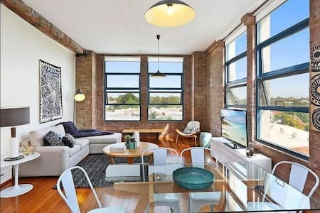 Cosy NY Loft Apartment in Sydney's Inner West - Camperdown