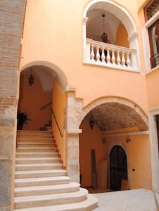 Room type: Private room Property type: Bed & Breakfast Accommodates: 2 Bedrooms: 1 Bathrooms: 4