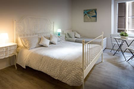 "B&B""A Portata di Mare"" Camera Mare - Loreto - Bed & Breakfast"