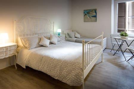 """B&B""""A Portata di Mare"""" Camera Mare - Bed & Breakfast"""