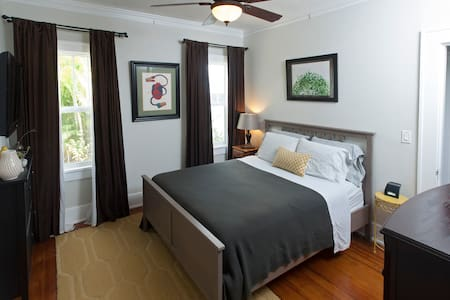 Our eclectic and inviting home is comfy and quiet but only minutes from the restaurants, breweries, and vintage shops of the Grand Central District. Only eight miles to top rated St. Pete Beach!