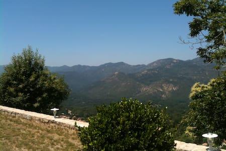 Villa dans village - Tavera