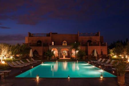 """""""LE DIAMANT DE ZARABA"""", Palais d'hôtes de luxe - Marrakech-Tensift-El Haouz"""