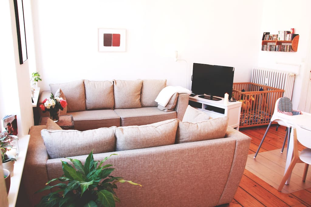 Die neuen Sofas mit Flachbildschim / the new couches and a flat Screen tv
