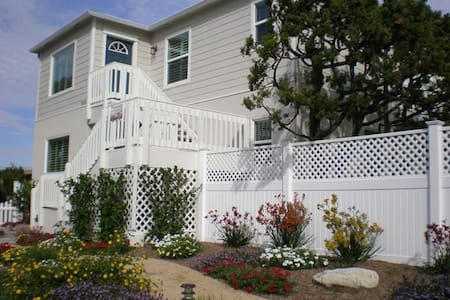 1300 sq. ft. Windansea rental/ 3BR (upstairs unit) - San Diego - Appartement