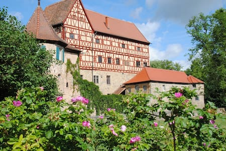 Zimmer im Schloss in luftiger Höhe - Unsleben - Castle
