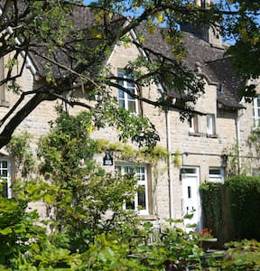 Cotswold country cottage for 3 - Wyck Rissington - House