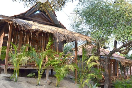 Tropical Wooden Cottage - Kunyhó