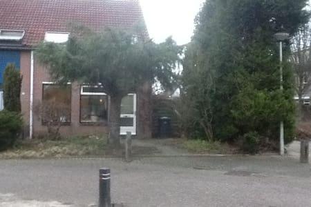 Knus huis met tuin voor rustzoekers - Ház