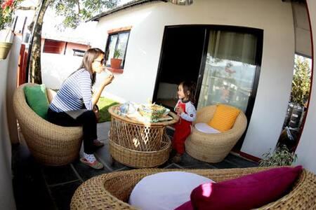 Private home in Tibetan community - Bed & Breakfast