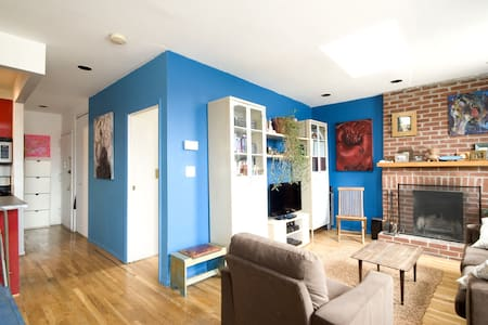 Would you like an alternative to a tiny hotel room for your New York holiday?  Large one bedroom apartment with a private roof deck and fireplace available for your holiday escape!