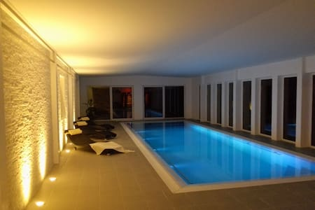 """""""EARTH"""" apartment with pool & sauna - Court-St.-Étienne"""