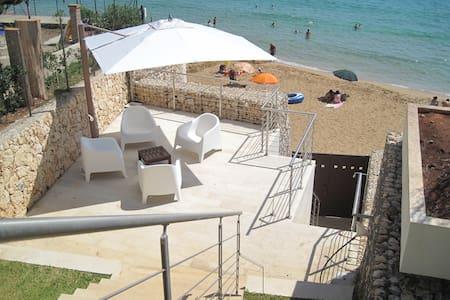 Villa inmidst own park at the beach - Avola