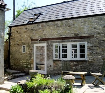 Tranquil Cotswold Stone Cottage - Great Rissington