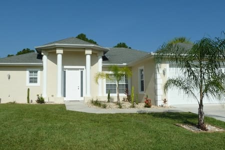 Pretty Pool/Spa Home - Lehigh Acres - Haus