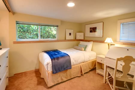 Single room close to it all... - Seattle - Bed & Breakfast