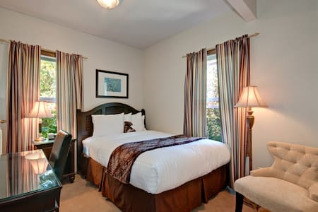 Walking distance from it all... - Seattle - Bed & Breakfast