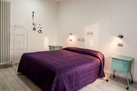 IGDR Green Room Elegant w breakfast - Bed & Breakfast