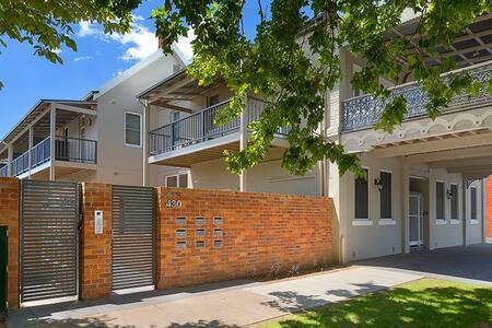 'Waterstreet Apartment' - Albury - Flat
