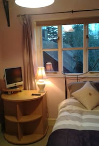 Lovely double room in converted barn very private. - Stowmarket