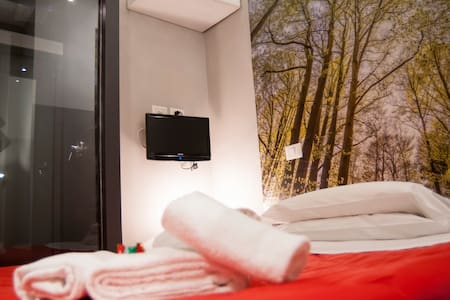 Single Room @Suburra Green and Red