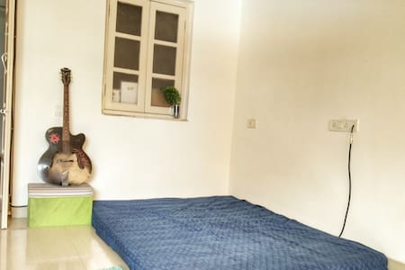 Comfortable stay in Colaba with sea view balcony - Mumbai - Wohnung