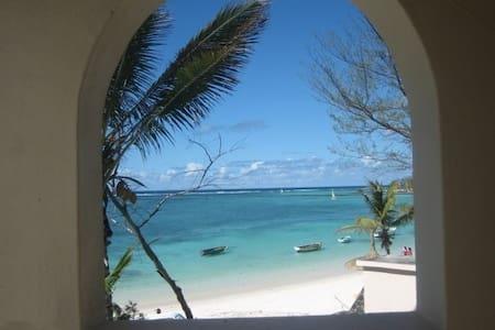 Mauritius - A Special Beach House - Quatre Cocos - Casa