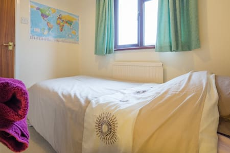 Nice single room near Cambridge - Casa