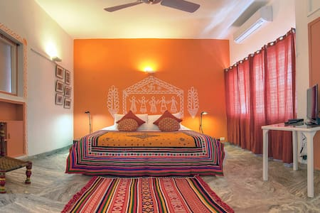 Haveli Hauz Khas, deluxe room Banni - Bed & Breakfast