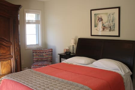 Sweet BD/BA Suite in Palo Alto home