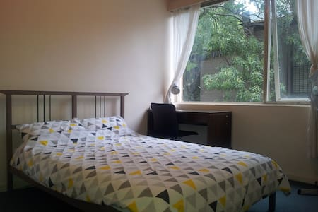 Private Bedroom in lovely Hawthorn!