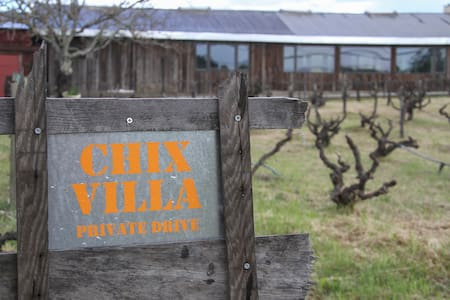 Chix Villa- on 108 yr old vineyard - Villa