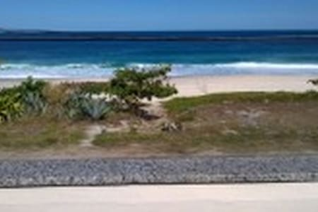 House inthe Region dos Lagos front beach Saquarema - Saquarema - Gästhus