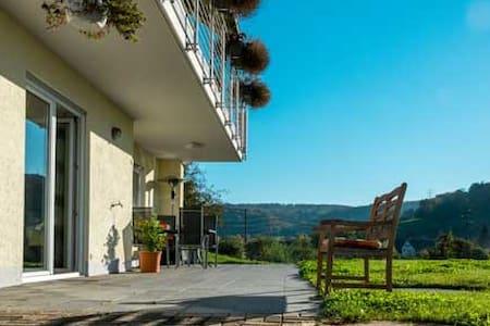 Moderne 2,5 Zimmer Ferienwohnung - Kandern- Wollbach