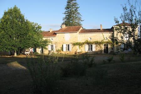 Logis du 17 eme siècle  - Lichères - House